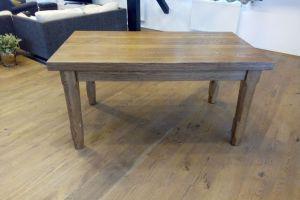 Masivní dřevěné stoly